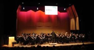 Het harmonieorkest op het concours van 2006 o.l.v. Jean Cosemans
